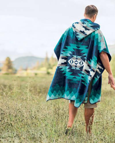 CANYONLANDS ADULT HOODED TOWEL IN DESERT SKY